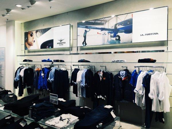 Esempio di installazione digital signage per negozi di abbigliamento